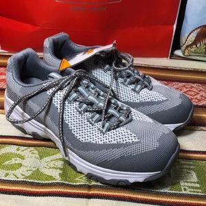 NWT AVIA wide width athletic memory foam shoes
